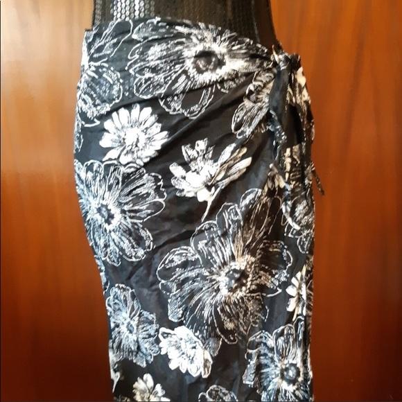 Black & White Floral Sarong O/S